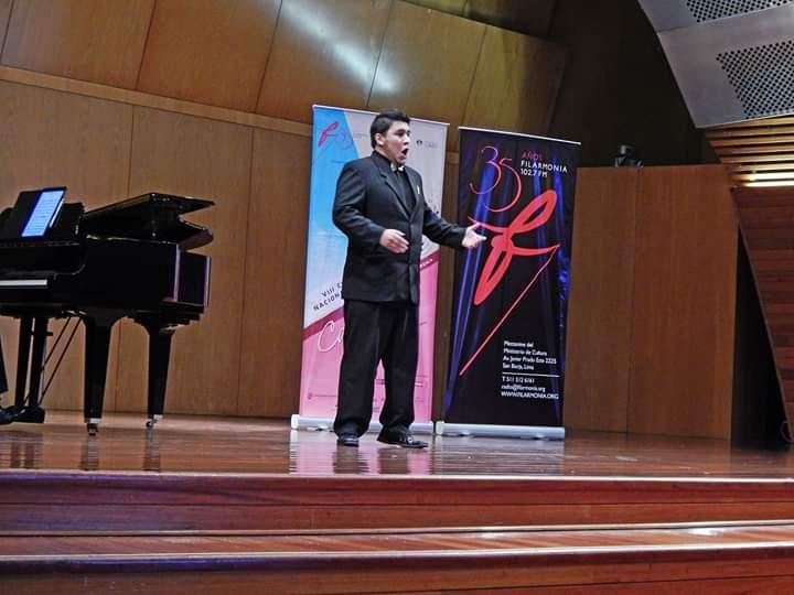Alberto interpretando La Pampa y la Puna, de Carlos Valderrama, en la Semifinal...